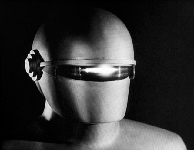 The robot from The Day the Earth Stood Still (1951) - which at eight foot tall wasn't actually a giant after all. Memory, huh?